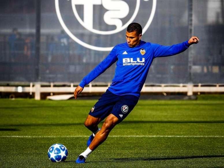 Murillo tiene pie y medio dentro del Barça. Twitter/JeisonMurillo