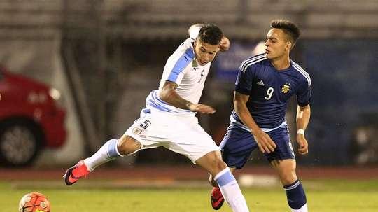 El defensa es un fijo en la Selección Uruguaya. EFE/Archivo