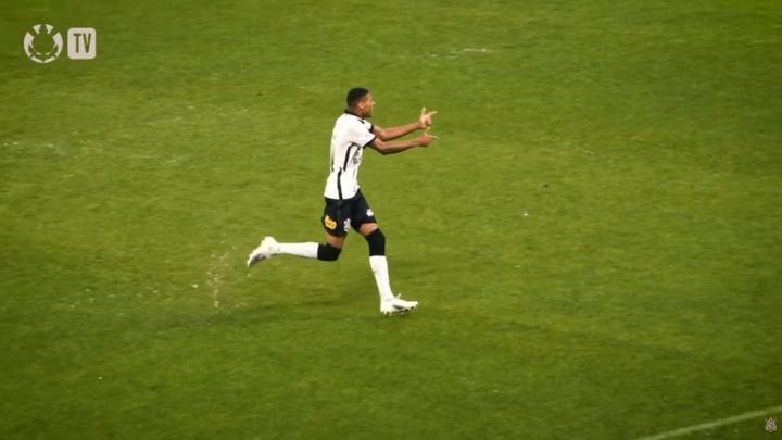 Tottenham suit de près le 'Pistolero Varanda'. Captura/YouTube/CorinthiansTV