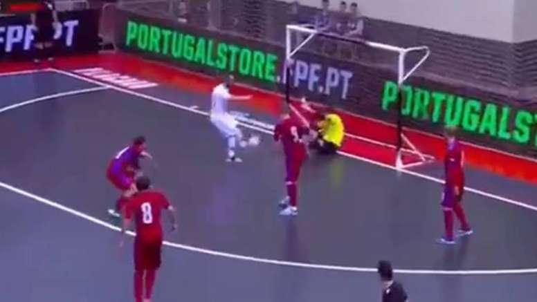 Ricardinho anotó un golazo ante Letonia con Portugal. Captura/Canal11
