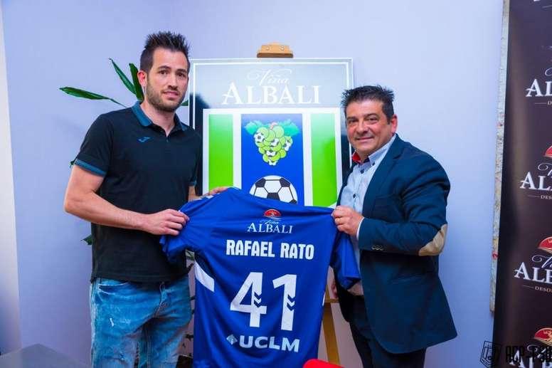 Rafael Lato jugará dos años en Valdepeñas. Twitter/FSCiudadDelVino