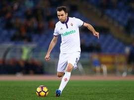 Badelj, jugador de la Fiorentina, sacó pecho por Croacia. EFE