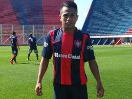 Nahuel Barrios es el más bajito. SanLorenzo