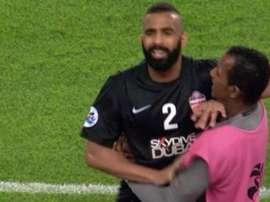 El jugador del Al Ahli que pisó a un rival en el pecho. Twitter