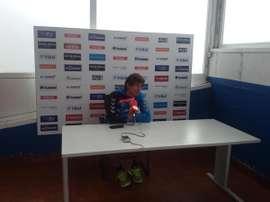 El jugador del Alavés Facundo Guichón atiende a los medios de comunicación. DeportivoAlavés