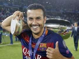 El jugador del Barcelona Pedro con la Supercopa de Europa. PedroRodríguez