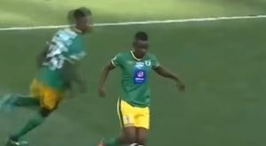 El jugador del Baroka lamentó que el colegiado le sacara la amarilla. Youtube
