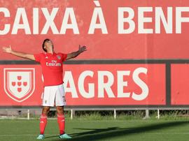 Tottenham le suit de près. Benfica