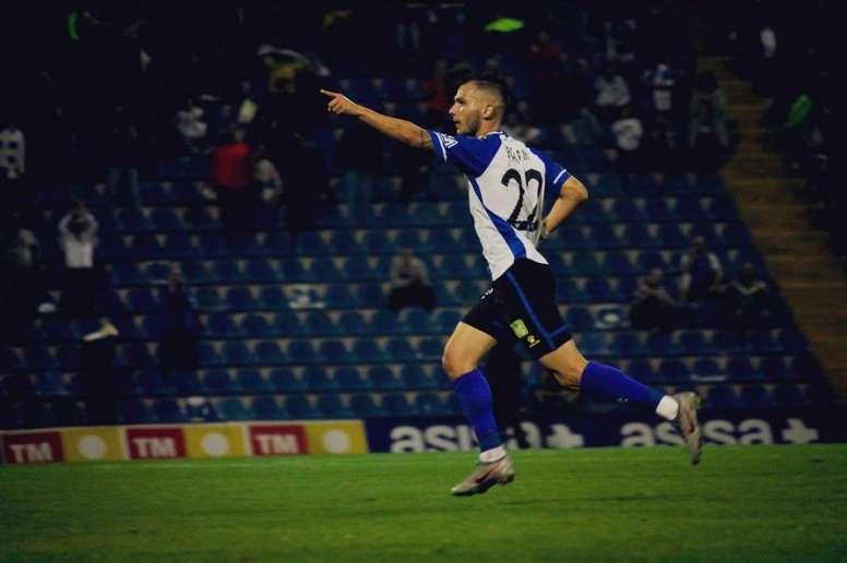 Borja fue uno de los protagonistas de la victoria ante el Ebro. Twitter/cfhercules