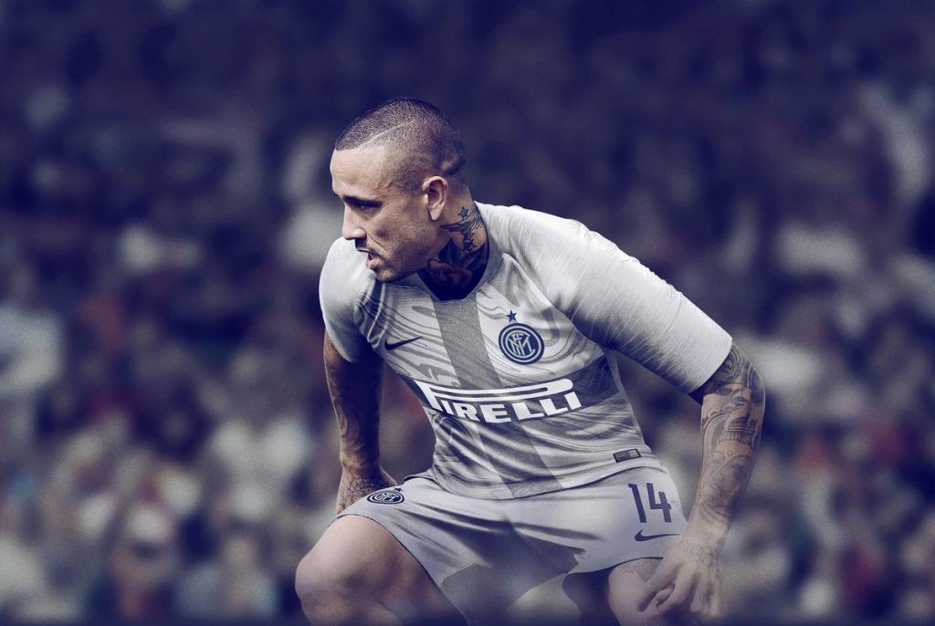 Maillot Domicile Inter Milan RADJA NAINGGOLAN
