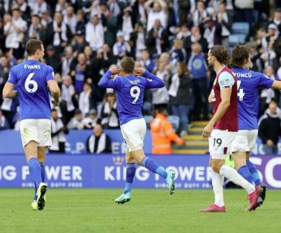 El VAR hace sonreír al Leicester en la locura. Twitter/LeicesterCity