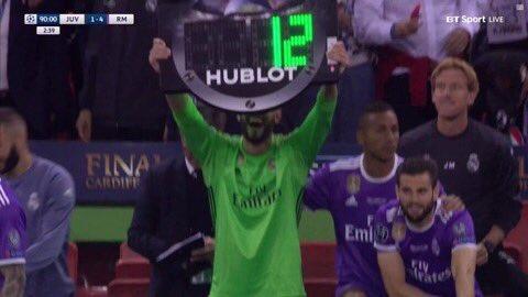 Casilla le quitó la tablilla al cuarto árbitro... ¡para ...