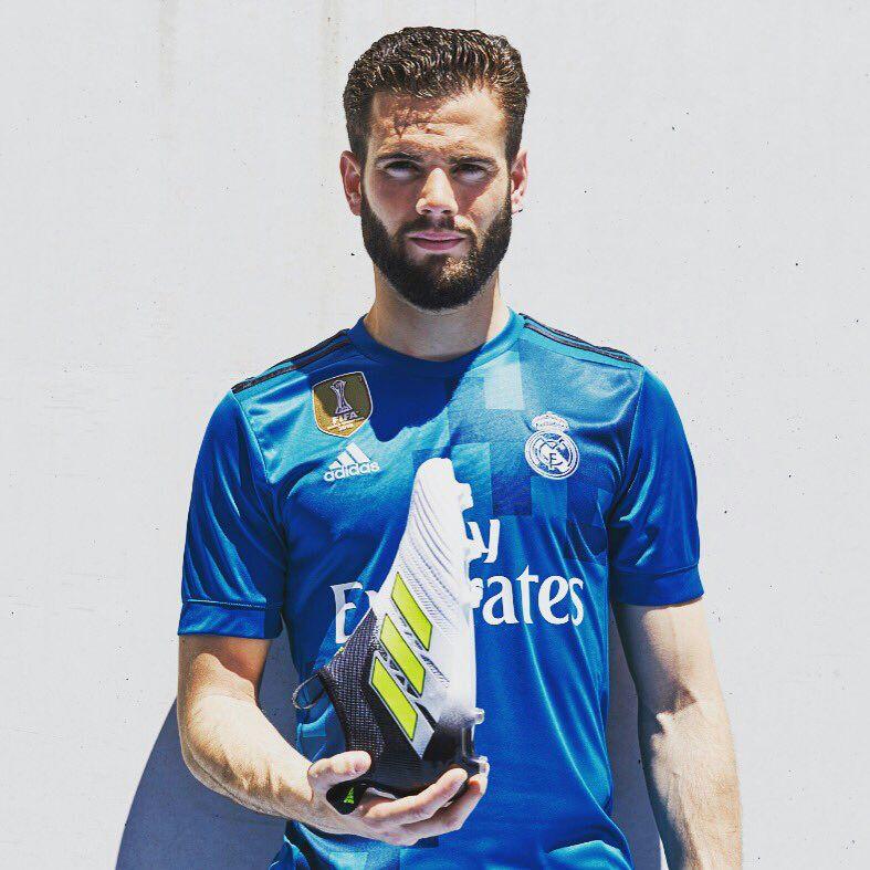 Nacho revela o terceiro equipamento do Real Madrid por