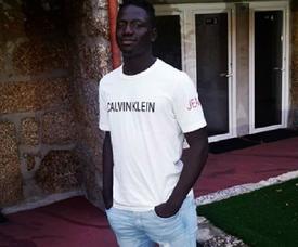Herculano Nabian é jogador do Vitória de Guimãraes. Instagram/HerculanoNabian