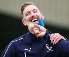 Wagstaff se tiñó la barba. Twitter/EmiratesFACup