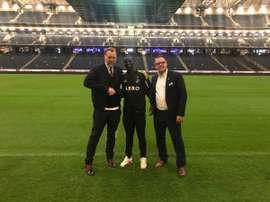Enoch Adu (c), nueva incorporación en la medular del equipo sueco. AIKSolna