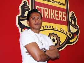 El jugador hondureño llega a su nuevo club. Strikers