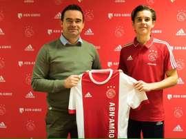 Jensen prolongó su contrato con el club holandés. Twitter/AFCAjax