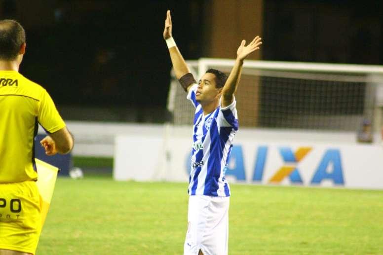 El lateral derecho brasileño, Yago Pikachu, se despide de la afición en su último encuentro con el Paysandú SC. Paysandu