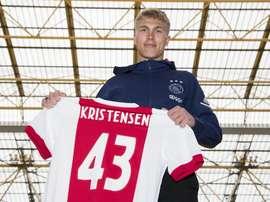 Kristensen ya luce dorsal con el cuadro holandés. Twitter/AFCAjax