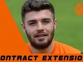 El lateral derecho del Dundee United ya ha firmado el nuevo contrato. DundeeUnitedFC