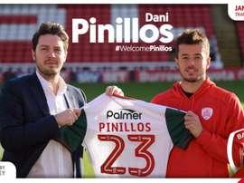 Pinillos fue presentado por su nuevo club en Inglaterra. Twitter/BarnsleyFC