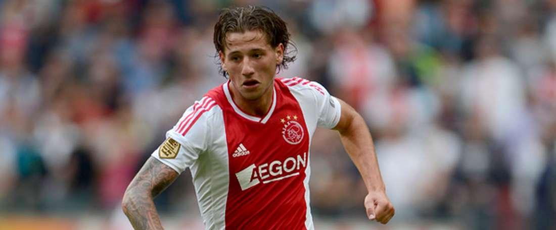 Mitchell Dijks interessa ao Milan para a próxima temporada. AJAX