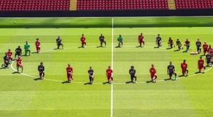 El Liverpool se sumó a la ola antirracista. Twitter/trentaa98