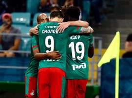 Krychowiak marcó el camino a la victoria. Twitter/fclokomotiv