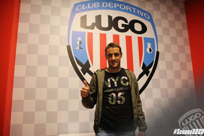 El jugador defenderá la camiseta del Lugo hasta 2020. Twitter/CDeportivoLugo