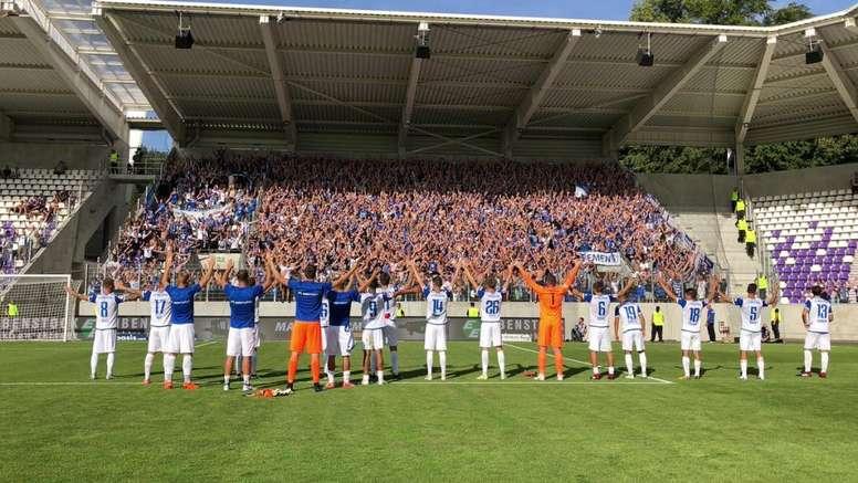 El Magdeburg celebrando junto a su afición. Twitter/1_FCM