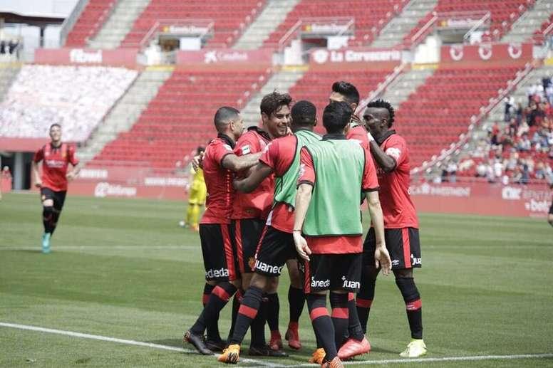 El Mallorca venció al Olot y ya son nueve los puntos que saca al Elche. RCDMallorca