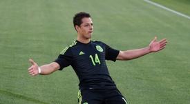 El mexicano Chicharito, celebrando un gol con México