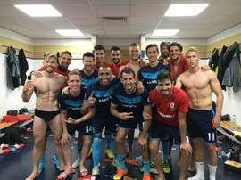 El Middlesbrough celebra el triunfo con una foto en grupo dentro del vestuario. Twitter