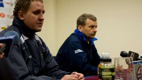 El nuevo entrenador del Zaglebie Sosnowiec, Piotr Mandrysz, durante su presentación. ZaglebieSosnowiec