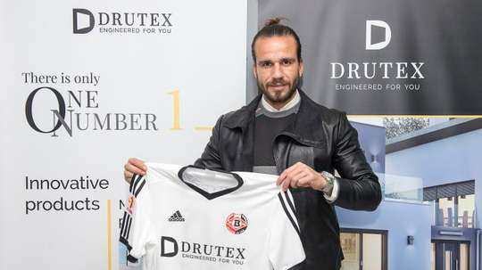 Fran González sigue conociendo mundo gracias al fútbol. DrutexBytovia
