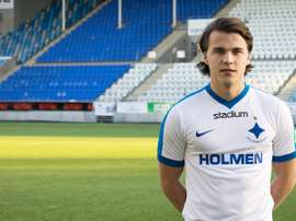 El nuevo futbolista del IFK Norrköping Simon Skrabb posa para la web del club en su presentación oficial. IFKNorrkoping