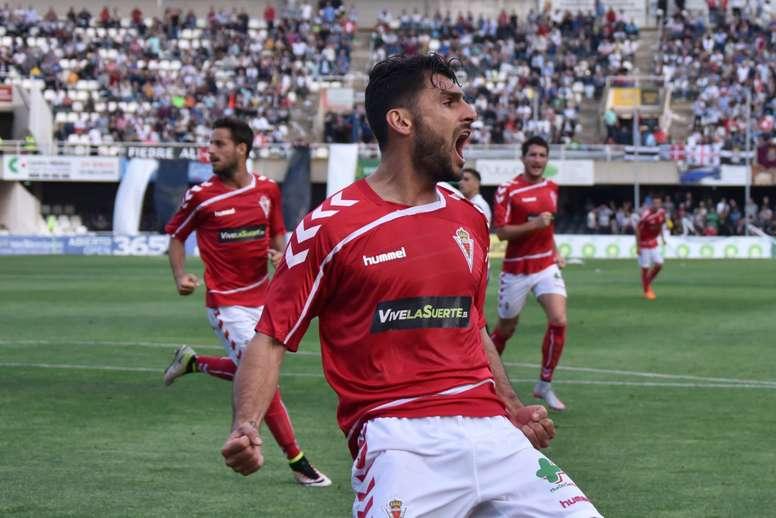 El nuevo jugador de la Ponferradina Alejandro Chavero, en un partido con el Murcia. RealMurcia