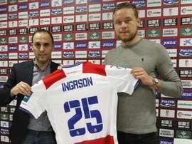 El nuevo jugador del Granada Sverrir Ingi Ingason, en su presentación con el conjunto nazarí. GranadaCF