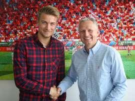 El nuevo jugador del Ingolstadt Hauke Wahl, en su presentación con su nuevo club. FCIngolstadt