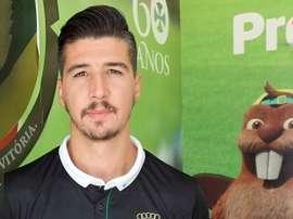 El nuevo jugador del Paços de Ferreira, 'Rabiola', posa en su presentación para la web del club.FCPF