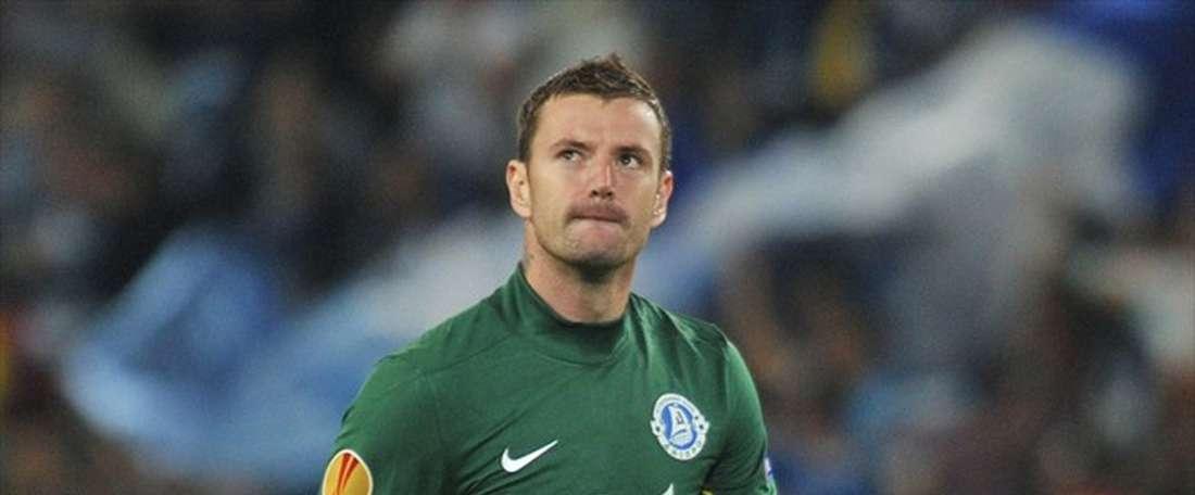 El portero del Dnipro marca un golazo y el árbitro lo anula. FCDnipro