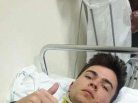 El portero del Estepona Diego Rivas, en el hospital tras sufrir un fuerte golpe en la cabeza en el partido contra el filial del Linares. Twitter/DiegoGilRivas