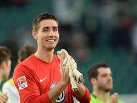 El cancerbero de 24 años amplía su contrato con la entidad hasta 2019. Wolfsburgo