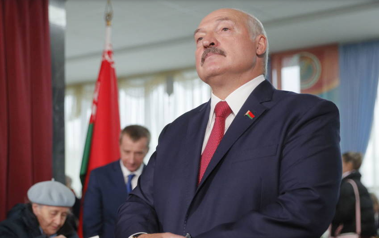 Alexandr Lukashenko is not afraid of the coronavirus. EFE