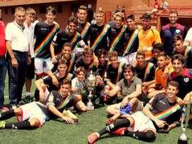 El Rayo Vallecano, posando con el trofeo que lograron en la XXII edición del 'Torneo Juvenil Villa de Adeje'. Adeje