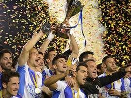 El Sabadell celebra el título logrado tras su victoria ante el Barcelona B por 2-0. CESabadell