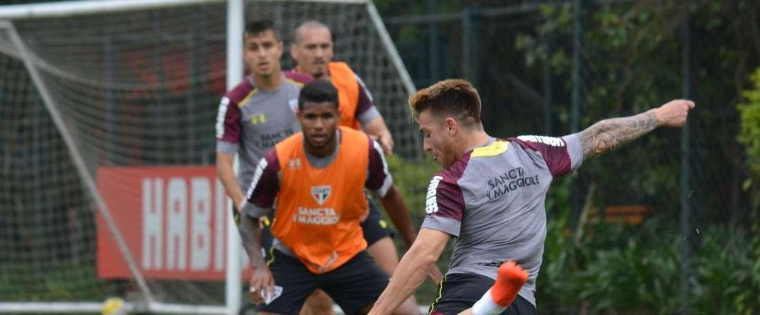 Léo jogará pelo Paraná, emprestado pelo São Paulo. SaoPauloFC