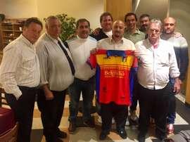 El técnico Eduardo Pizzo, en su presentación con el Deportivo Español. CDEspanol