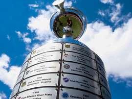 Conmebol já tem taça e placas prontas para a Libertadores. CONMEBOL